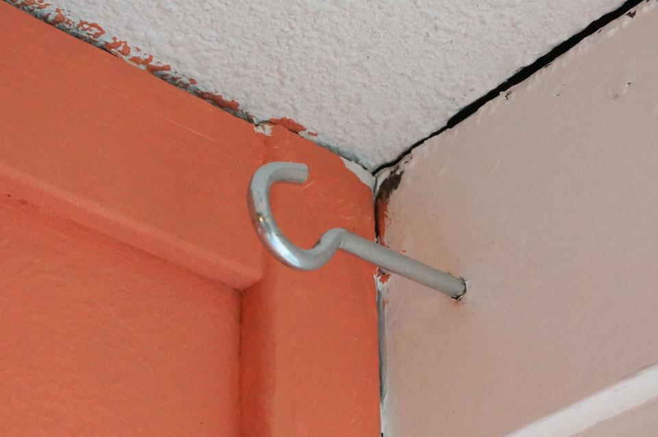 DIY vensterbank schroefhaak monteren